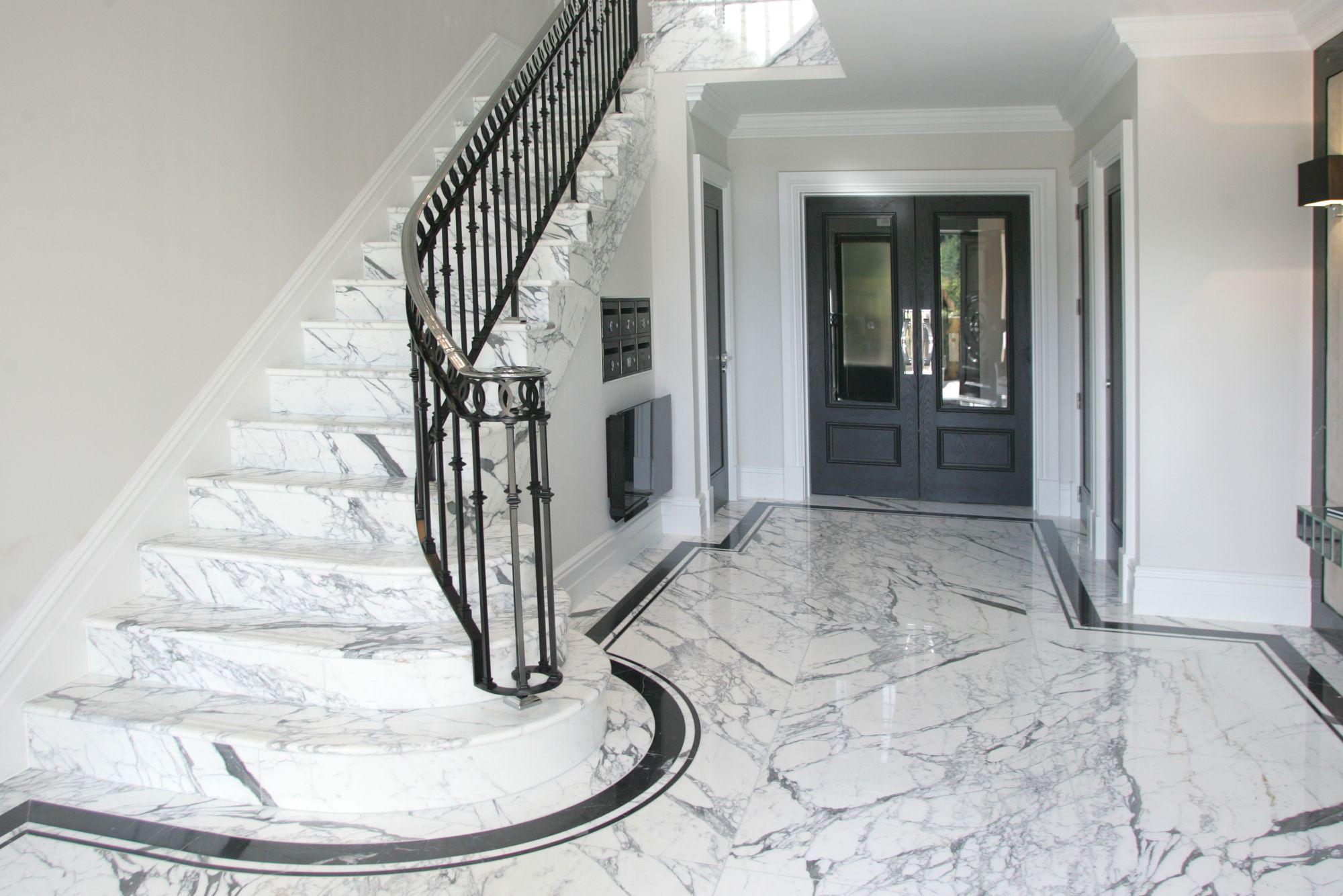 Отделка лестницы мрамором ОЛМ1