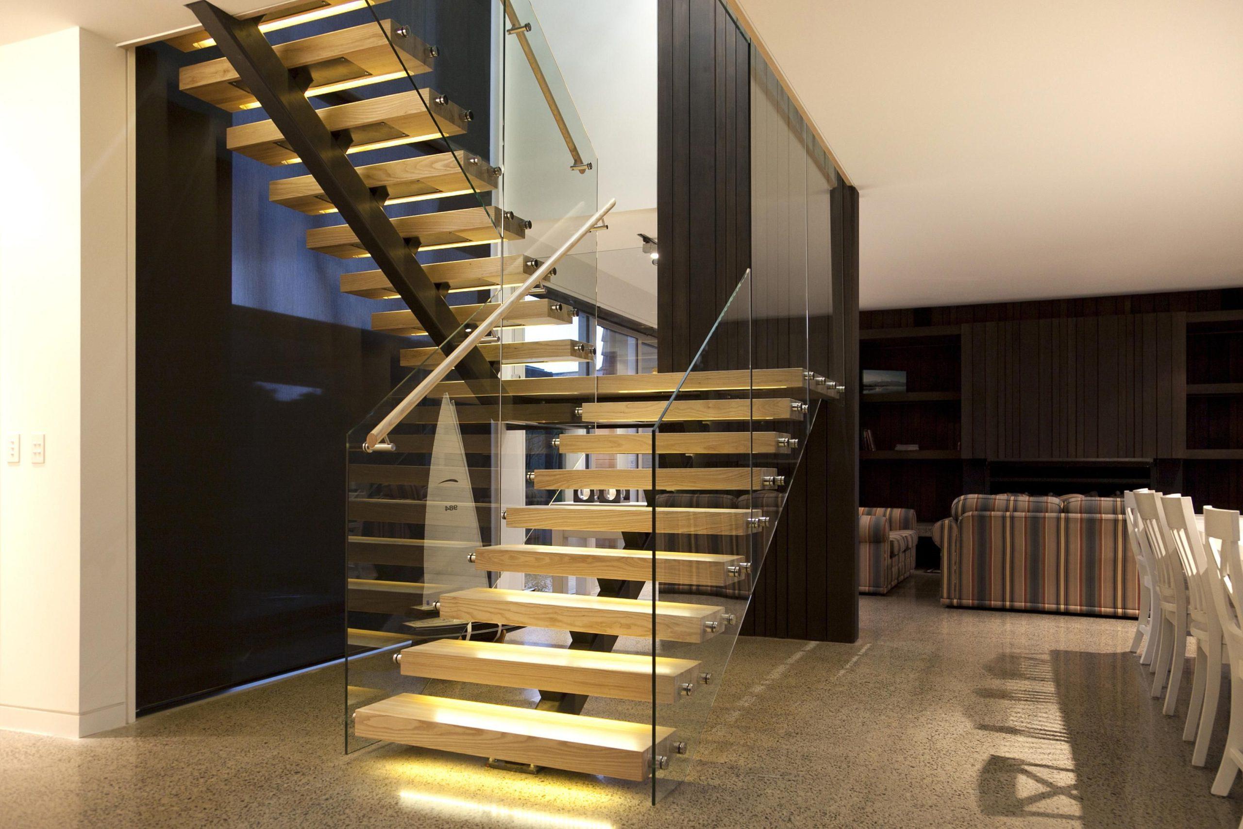 П-образная лестница, ступени из дерева, подсветка ЛПО1