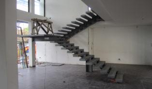Металлическая П-образная лестница ЛМПО1