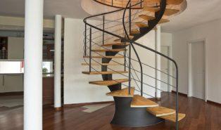 Винтовая лестница из лиственницы ЛЛ10