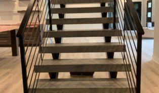Лестница прямая, темные ступени, дерево ЛП10