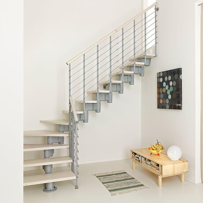 Г-образная лестница, металлокаркас, светлая ЛМГО11