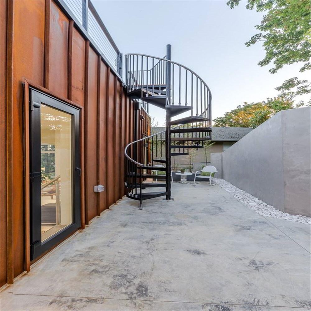Уличная металлическая винтовая лестница ЛМВ11