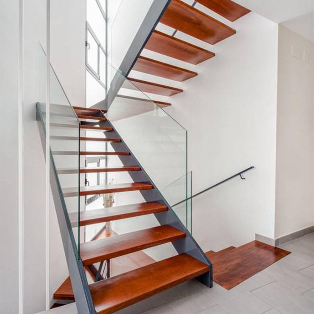П-образная лестница, ступени из дерева, стекло ЛПО12