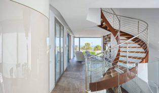 Винтовая лестница с деревянными ступенями ЛВ13