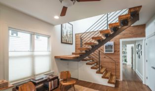 Стильная П-образная лестница, ступени из дерева, каркас ЛПО13