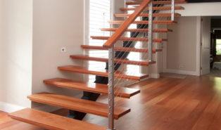 Лестница прямая из каркас, ступени из дерева ЛП14