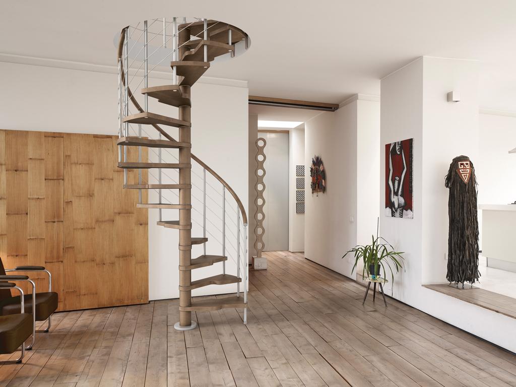 Внутренняя металлическая винтовая лестница ЛМВ14
