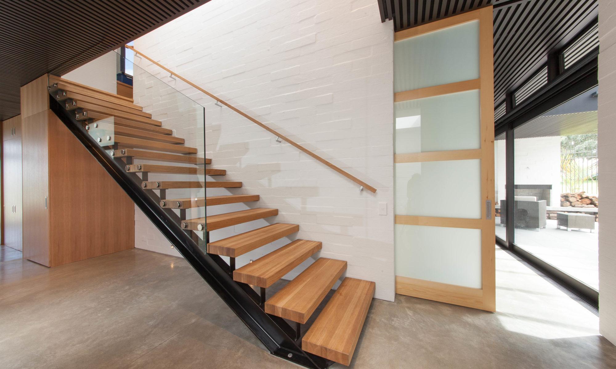 Лестница из ясеня ЛЯ14