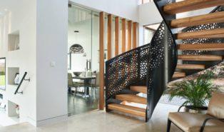 Стильная винтовая лестница, ступени дерево ЛВ15