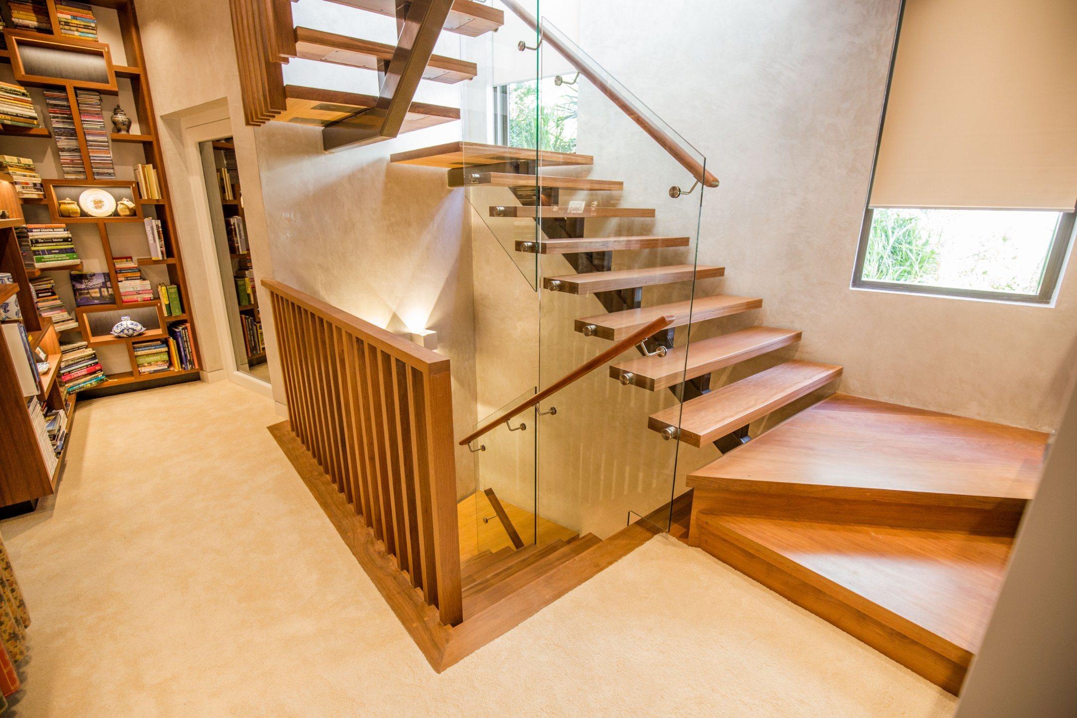 П-образная лестница из дерева ЛПО15