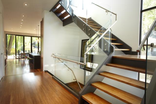 Г-образная лестница, каркас, ступени из массива ЛГО15