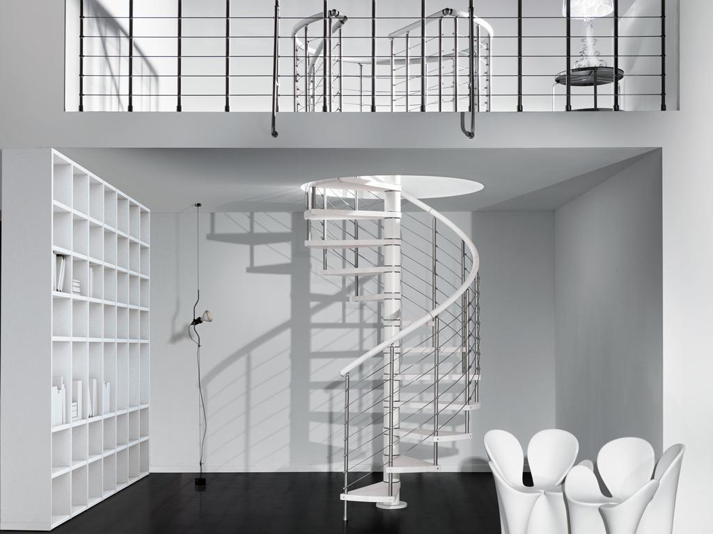 Оригинальная металлическая винтовая лестница ЛМВ15