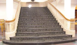 Отделка лестницы мрамором ОЛМ17
