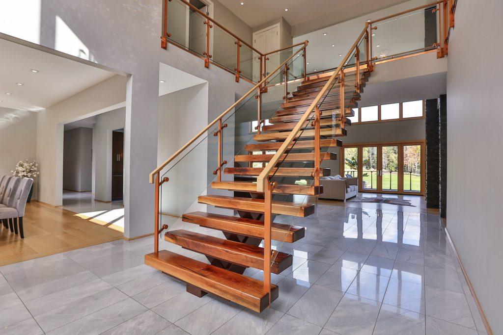 Прямая лестница, ступени массив дерева ЛП17