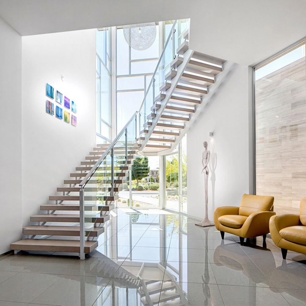 Светлая П-образная лестница с деревянными ступенями ЛПО17