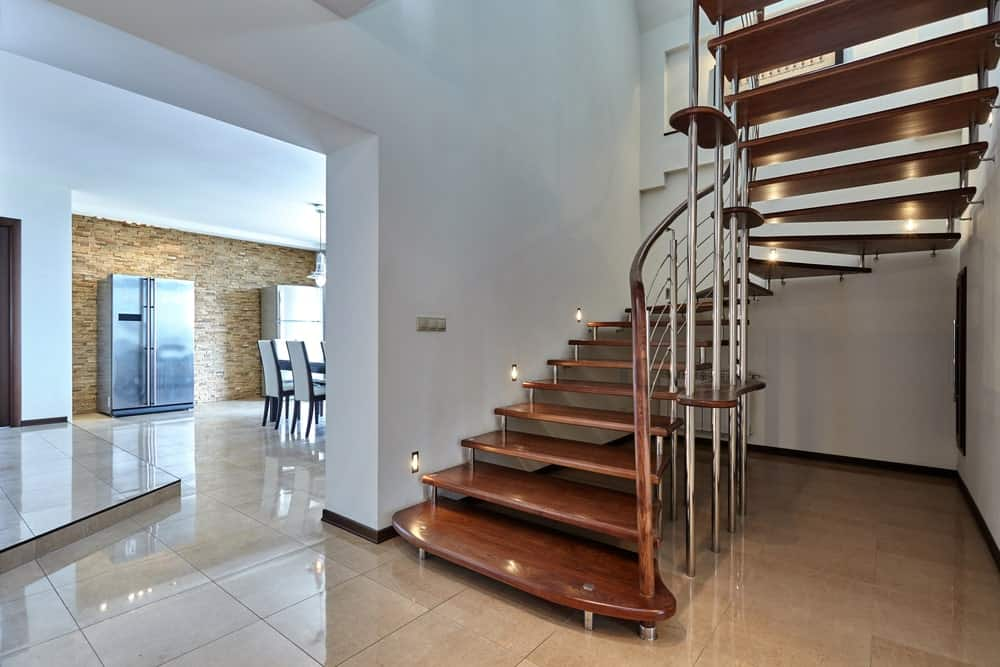 Лестница металлокаркас буквой П, коричневые ступени ЛМПО17