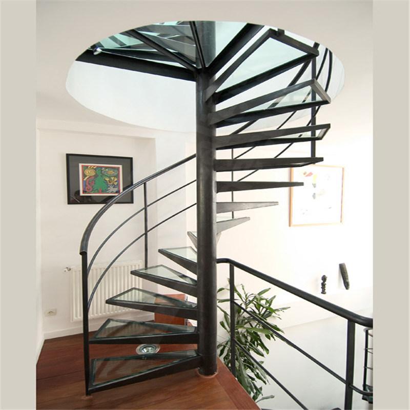 Винтовая металлическая лестница ЛМВ17