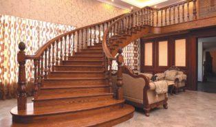 Винтовая лестница широкая из дерева ЛВ18