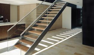 Прямая лестница, каркас, ступени из дерева ЛП18