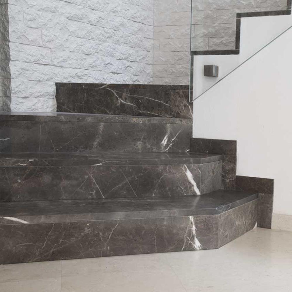 Отделка лестницы мрамором ОЛМ18