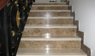 Отделка лестницы мрамором ОЛМ19