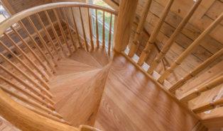 Винтовая лестница из дерева ЛВ19