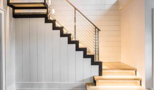 Лестница буквой Г, каркас, ступени из дерева с подсветкой ЛГО19
