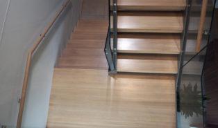Лестница из ясеня ЛЯ2
