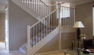 П-образная лестница из дерева, белая ЛПО2