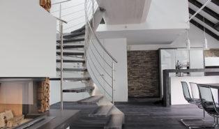 Стильная металлическая винтовая лестница ЛМВ34