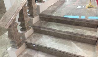 Отделка лестницы мрамором ОЛМ20