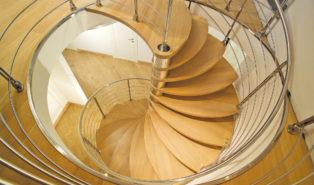 Винтовая деревянная лестница ЛВ20