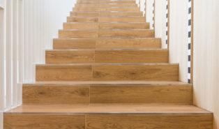 Прямая лестница из дерева ЛП20
