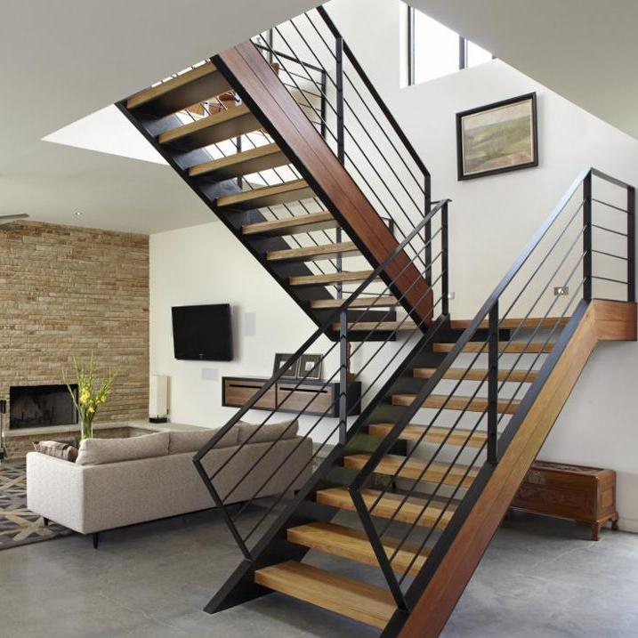 Лестница металлокаркас П-образная, коричневые ступени ЛМПО20