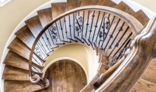 Винтовая деревянная лестница ЛВ21