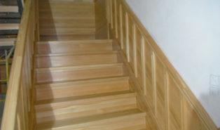 Лестница из массива лиственницы ЛЛ22