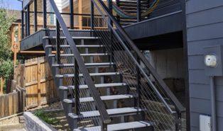 Прямая лестница из металла, уличная ЛМП22