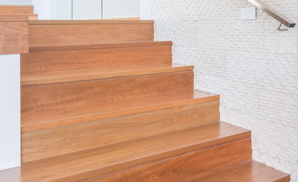 Отделка лестницы ламинатом ОЛЛ22
