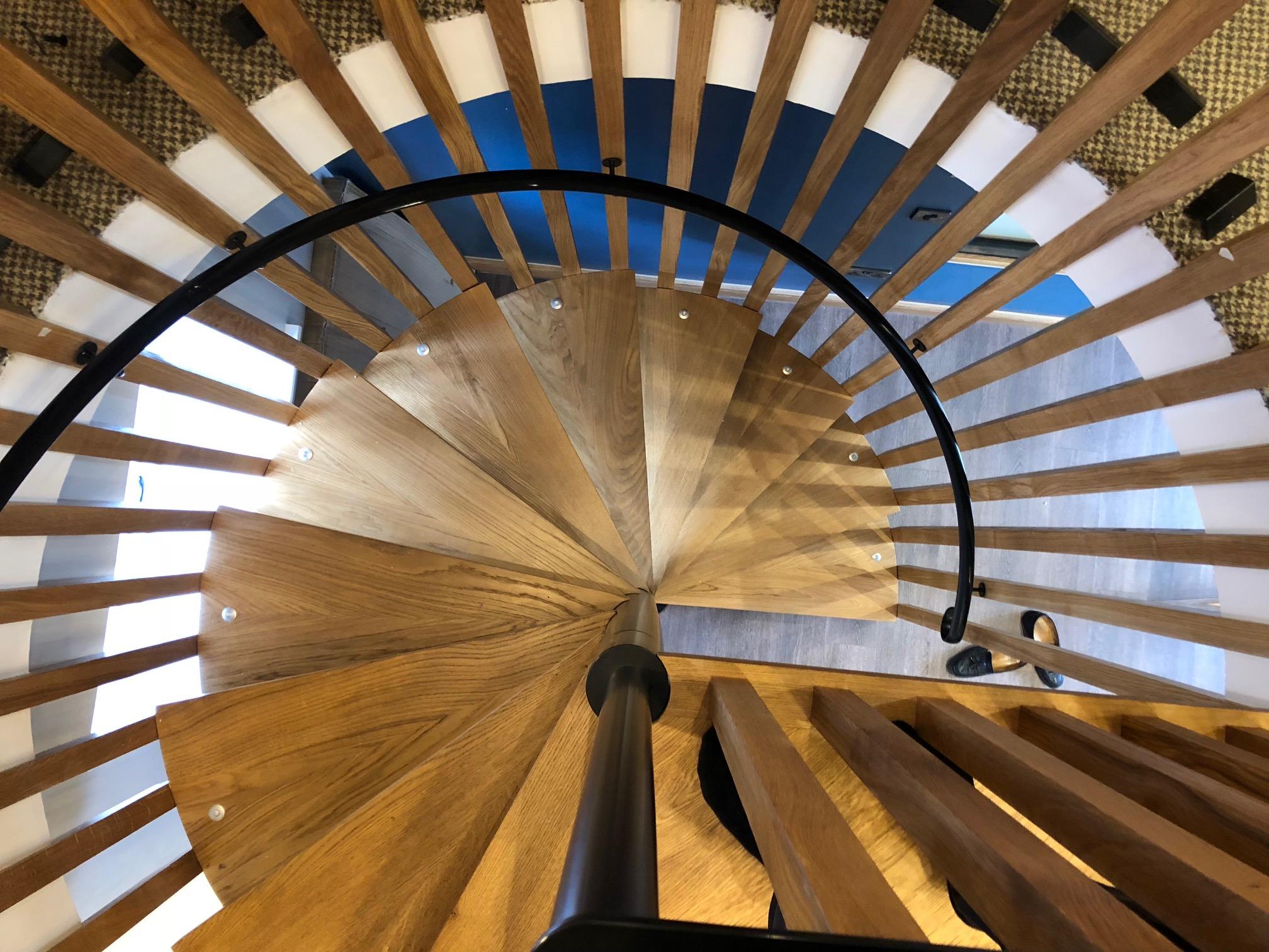Лестница винтовая из дерева ЛВ22
