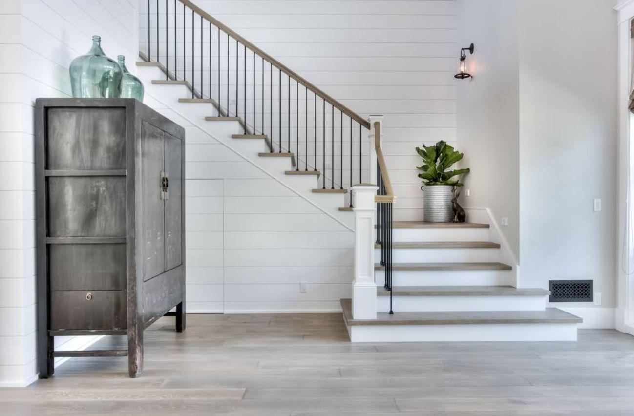 Г-образная лестница, ступени из дерева ЛГО22