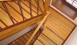 Лестница, массив лиственницы ЛЛ23