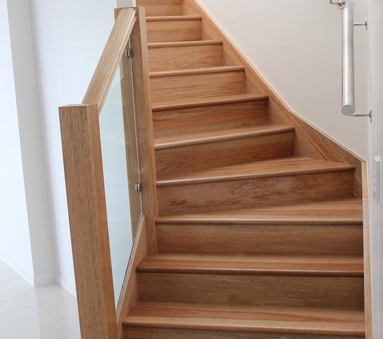 Отделка лестницы ламинатом ОЛЛ23