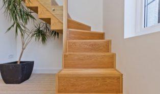 Г-образная лестница из дерева ЛГО23