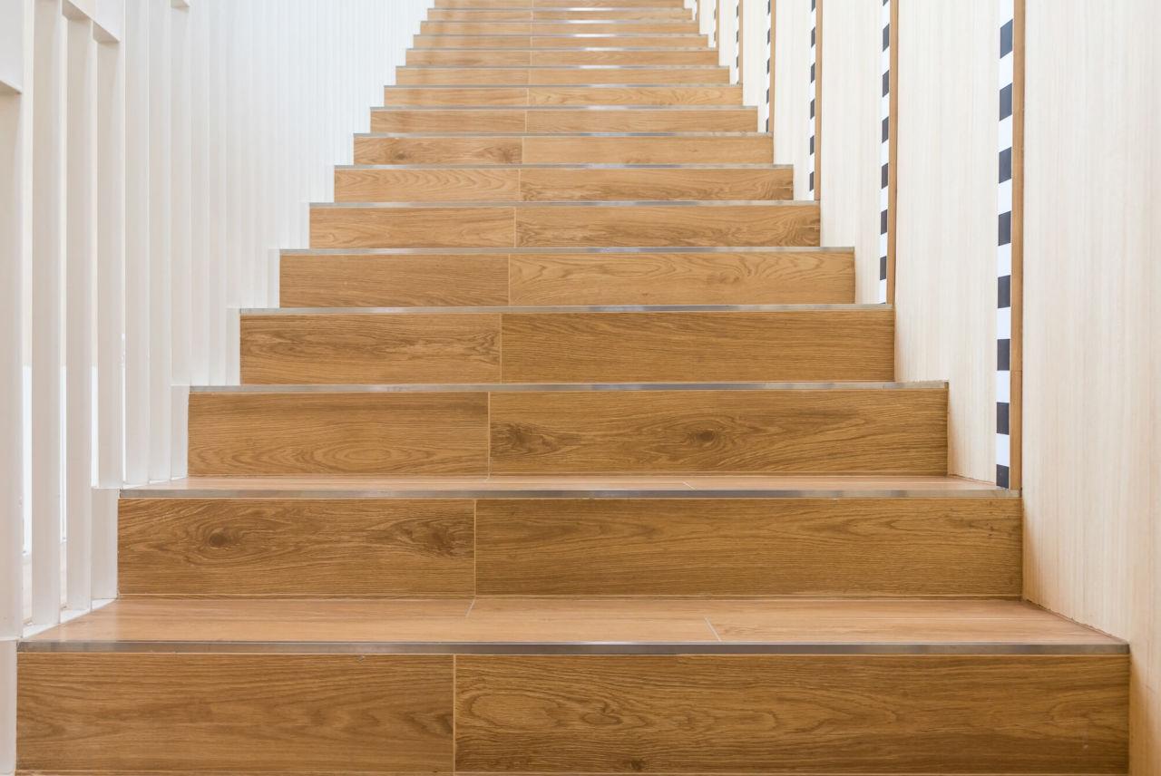 Отделка лестницы ламинатом ОЛЛ24