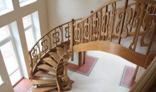Лестница из массива бука ЛБ24