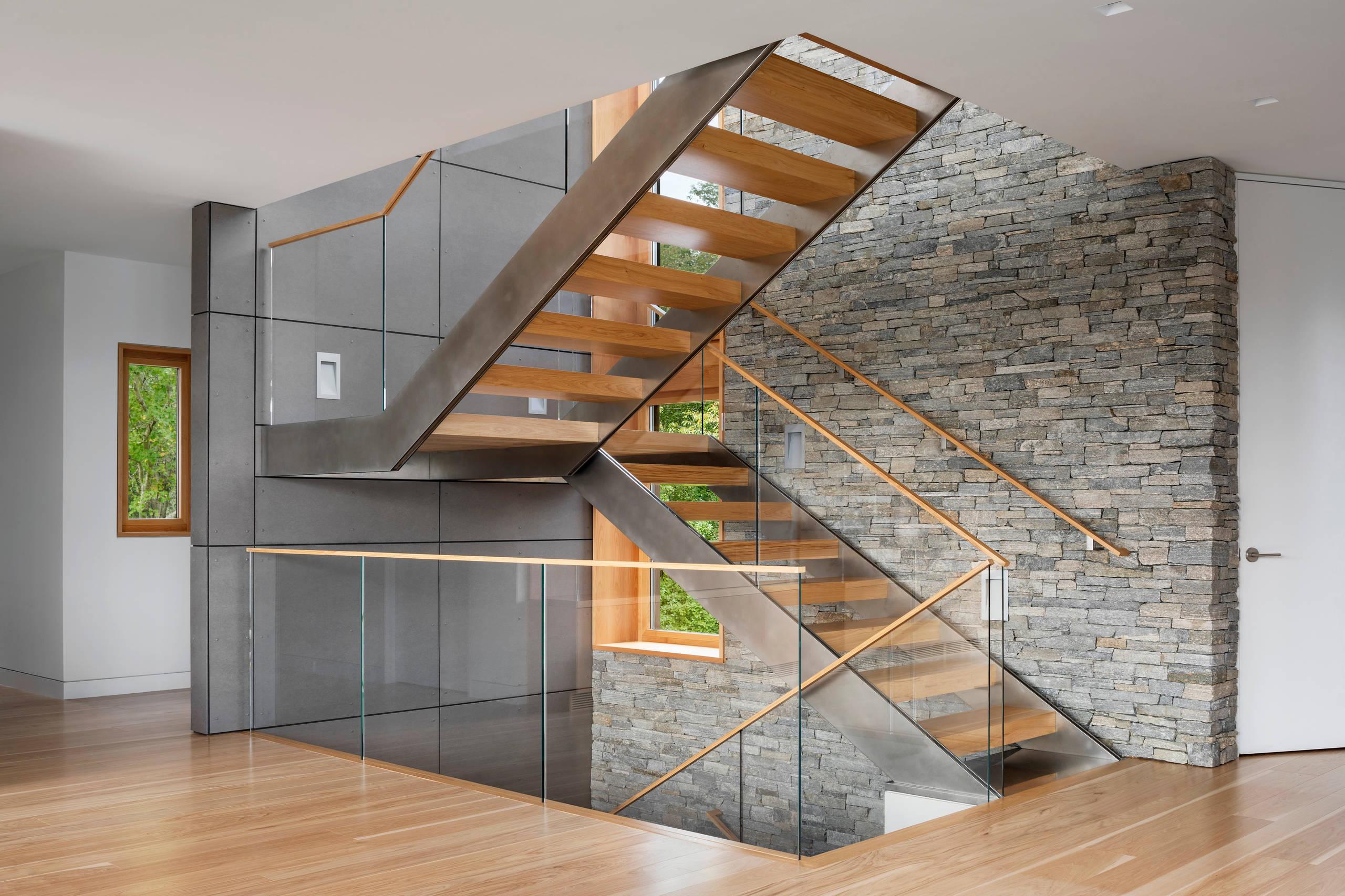 Стильная лестница П-образная с деревянными ступенями ЛПО24