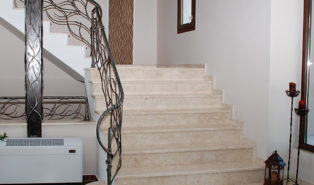Отделка лестницы мрамором ОЛМ25
