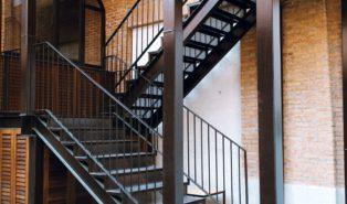 Металлическая П-образная лестница ЛМПО25