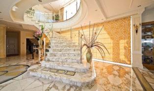 Отделка лестницы мрамором ОЛМ26